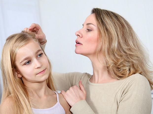 Воші – часте явище в дитячих установах. Варто одній дитині принести педикульоз, як тут же паразити перемістяться на волосся інших малюків.