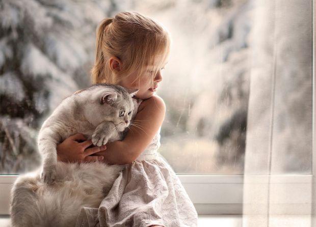 Майже кожна дитина мріє про пухнастого улюбленця. Але як боротися із алергічними реакціями, які можуть викликати ці чарівні тварини?