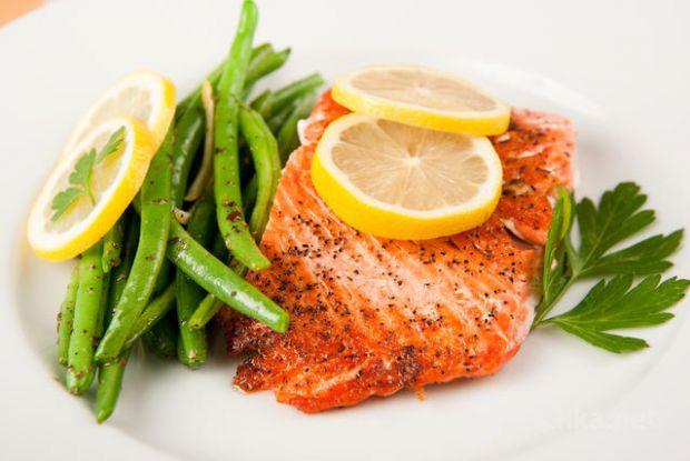 До ряду корисних продуктів зараховані ягоди, горіхи і боби, що входять у меню всіх довгожителів. А гранатовий сік, що сприяє зниженню тиску і боротьбі