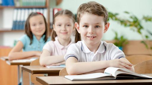 Навіть попри те, що ваш новоспечений дошкільник або школяр буде проводити поза домом всього декілька годин, для нього це може бути досить складно. Як