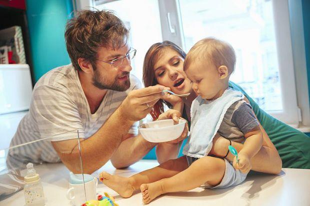 Декілька порад батькам, які мають відлучитися на деякий час, але дитині важко розлучатися з мамою чи татом. Що робити в такій ситуації - читайте у мат