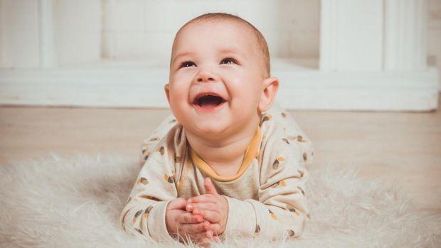 Якщо у дитини нападоподібний кашель, особливо вночі, її необхідно показати лікареві, лише він зможе встановити причину кашлю і призначить правильне лі