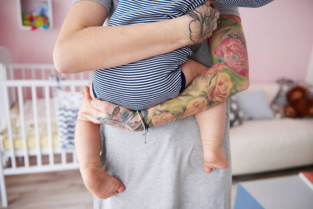 Яке тату на честь дитини зробити батькові?Народження малюка - знакова подія в житті батьків. І багато хто хоче зберегти цей в факт на все життя у вигл