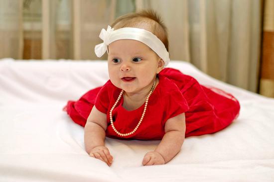 Батьки, які мають гарний смак, з народження своїх принцес намагаються прищепити і їм це почуття.Модний одяг для дівчаток 2014 поєднує в собі сучасні м