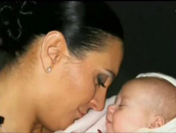 Зіркова матуся вперше показала свого малюка.