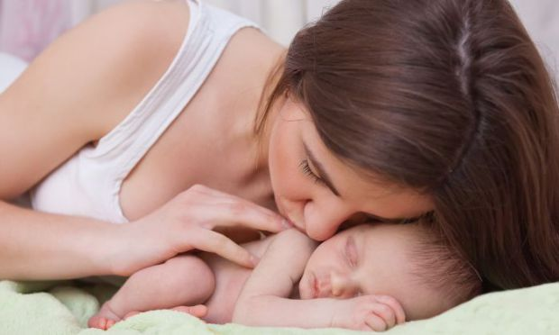 Чому дорослі переходять на сюсюкання, коли бачать маленьких дітей, особливо це стосується мам? Ви про це задумувались коли-небудь?