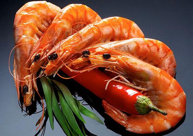 Як правильно вибрати якісні, смачні креветки - читайте далі.