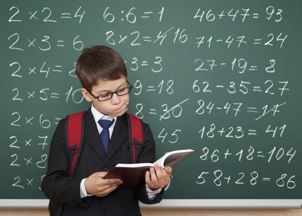 Некоторым детям легче дается математика, а некоторым она вообще трудно запоминается. Но каждый школьник, хоть немного должен понимать точные науки, ве