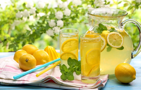 Приготувати цей напій дуже просто: візьміть склянку теплої питної води і вичавте в неї половину лимона або лайма.