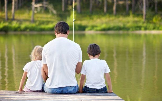 Мабуть, не всі батьки щодня ведуть активні розмови зі своїми чадами: в одних на це не вистачає часу, в інших - бажання. Отож, про що варто запитати св