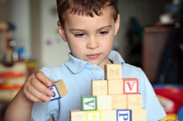 Важко залишатися байдужим, спостерігаючи за тим, як дитина хвора на аутизм намагається адаптуватися в швидкоплинному сучасному світі. Хоча форми подіб