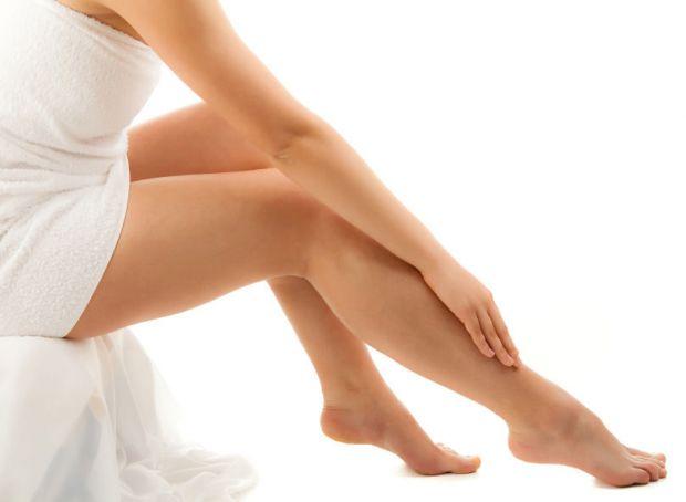 Можна у домашніх умовах приготувати крем для ніг, який допоможе від болі і втоми в ногах.
