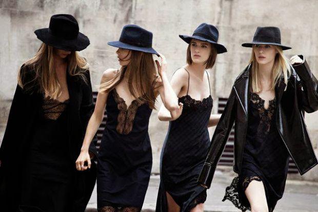Сьогодні знову в моді класика 90-х. Можна спокійно одягати плаття-комбінацію і гуляти по місту, зачаровуючи всіх навколо.