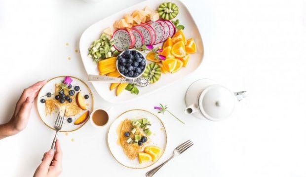 Як полегшити негативний вплив алкоголю, надлишкового жиру і цукру після низки застіль?