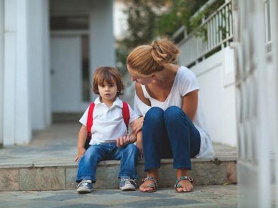 Нема такої дитини, яка завжди б йшла до школи із задоволенням. Та що робити, коли чаду школа не сподобалась з першого дня? Пропонуємо вам 5 порад, як