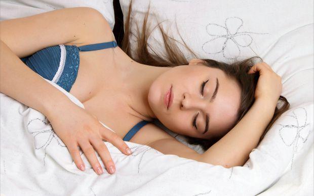 Медики переконані, що існує зв'язок між здоровим сном і втратою ваги. Які фактори пов'язують здоровий сон і схуднення?