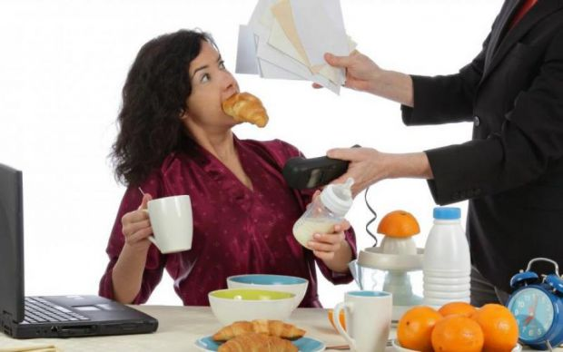 У матеріалі наведено 5 факторів, чому люди потребують їжі під час стресу.