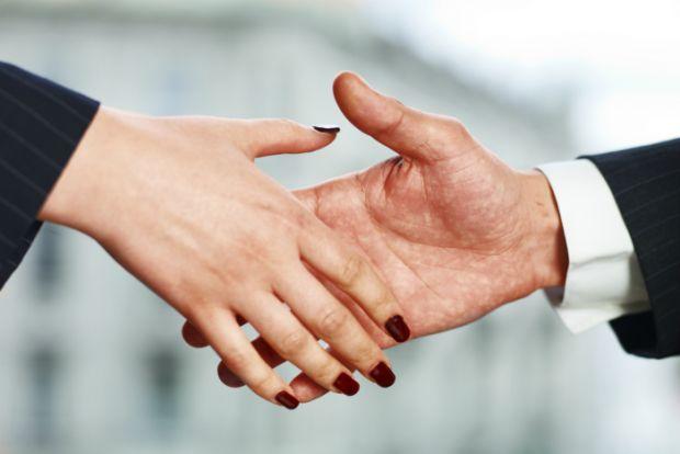 Які найбільш популярні захворювання при рукостисканні можуть передаватися від людини до людини - читайте далі.