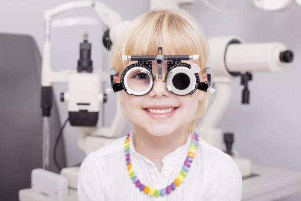 Якщо ви замітили, що у вашого малюка косить око - то не зволікайте, а звертайтеся до спеціалістів! Як вилікувати косоокість - читайте у матеріалі.