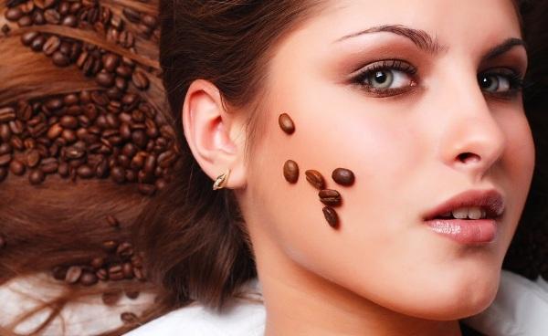 З кави в домашніх умовах можна приготувати різні маски і скраби для обличчя і тіла. Після такого кавового сеансу ваша шкіра буде виглядати значно моло