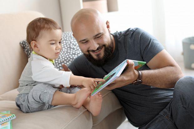 Найчастіше перше батьківство у чоловіків в Україні настає у 30 – 39 років: у Держстаті нарахували понад 135 тисяч таких чоловіків.