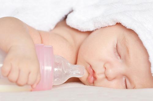 Від алергії на білок молока страждають близько 100 тисяч немовлят у рік. Вигодовування таких новонароджених, у яких проявляється алергія на молоко, до