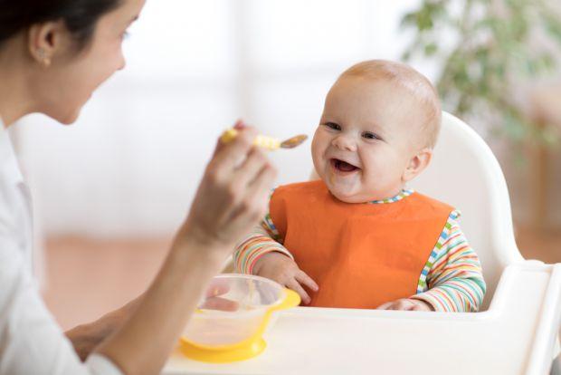 Для повноцінного життя і розвитку одного молока йому стає мало. У віці від 4 до 6 місяців дітям вводять перший прикорм. Педіатри рекомендують починати