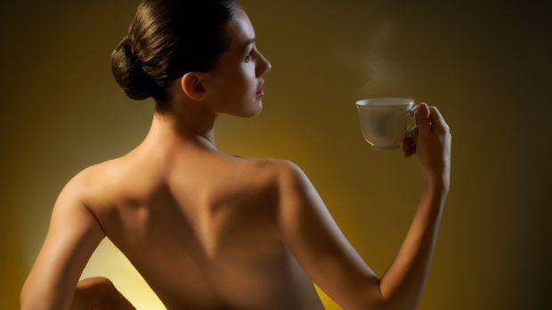 Кава - чудовий косметичний засіб, який допоможе вам у боротьбі з целюлітом та поверне вашому волоссю здоровий вигляд та подарує блиск та шовковистість
