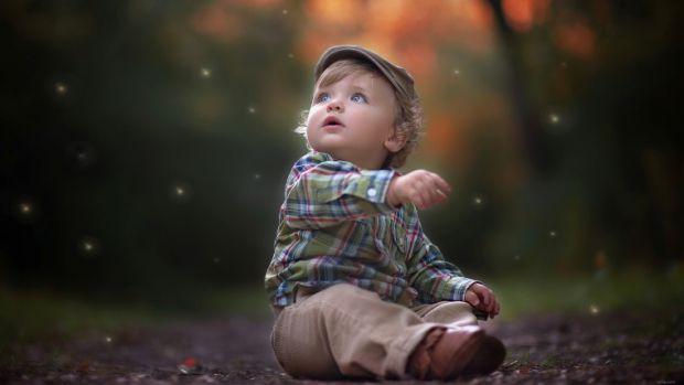 Прищі у новонароджених, каже доктор Комаровський, можуть утворюватися на обличчі, шиї і вухах крихітки ще в пологовому будинку. Справитися з ними наба