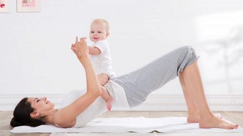 Маленька дитина - не причина для того, щоб припинити тренуватися. Навпаки, це хороший спосіб урізноманітнює заняття і зробити його не тільки корисним,