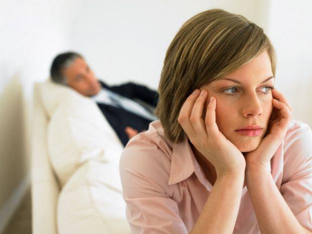 Психолог Андрій Зберовскій провів дослідження і дізнався, чому чоловіки йдуть на зраду. Він проаналізував відповіді і вивів 5 причин подружніх зрад у