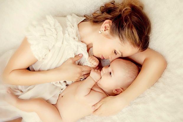 Здавалося б, грудне вигодовування придумане самою природою для того, аби молода мама не мала жодних проблем з годуванням свого немовляти: груди завжди