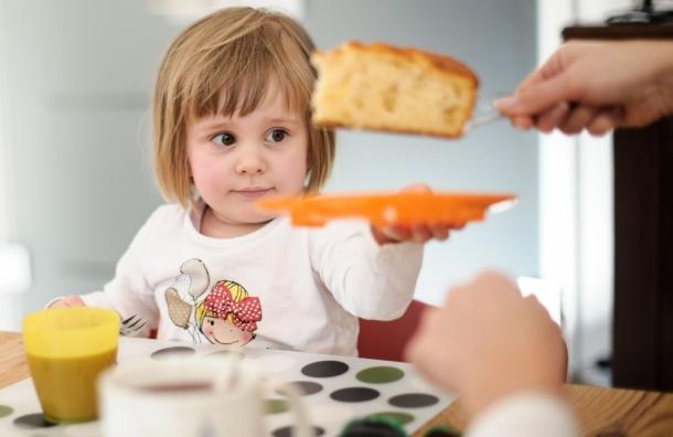 Кілька секретів, які допоможуть відучити дитину від солодкого повідомляє сайт Наша мама.
