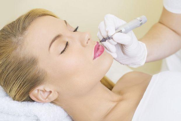 Перманентний макіяж (татуаж) - це косметичне застосування татуювання (постійної пігментації шкіри) для створення ефекту макіяжу на очах, а також для д