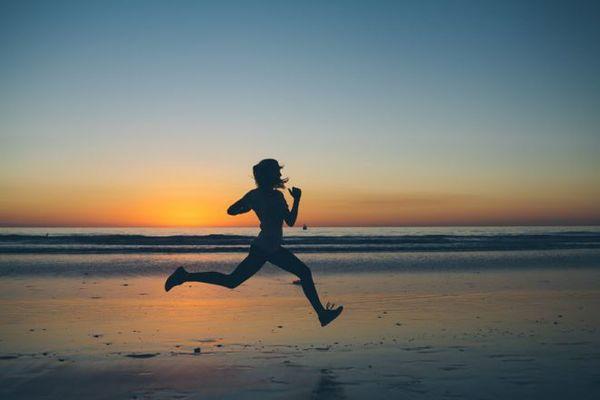 Користь пробіжок складно переоцінити, однак, треба знати, як правильно бігати, щоб зміцнити здоров'я і скинути зайві кілограми.