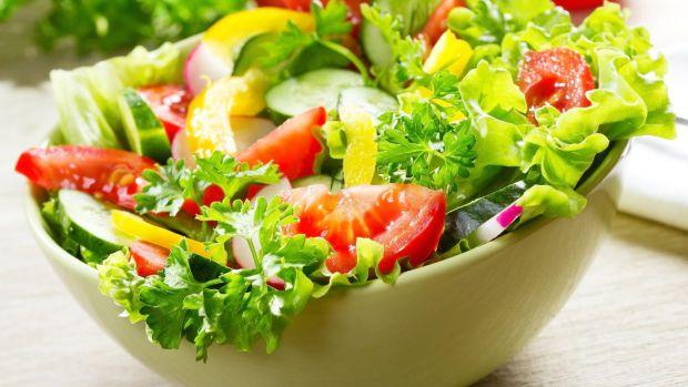 Де взяти вітаміни у перші весняні дні? - зробіть надзвичайно смачний і корисний овочевий салат, він надасть не тільки вітамінів, а й енергії.