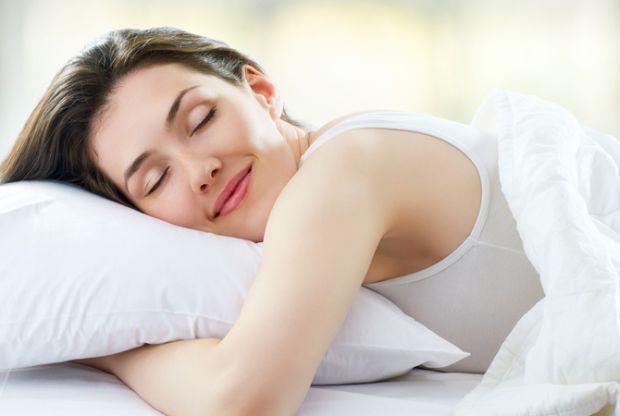 Науковці з Техаського університету в Остіні дослідили, що для здорового сну людині необхідна певна температура тіла, яку можна підтримувати прийнявши
