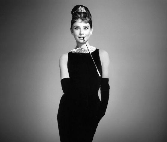 Герцогиня Віндзорська Уолліс Сімпсон одного разу сказала: «Якщо на вас правильне маленьке чорне плаття, ніщо на світі не зможе його замінити». І з цим
