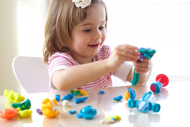 Перед тим, як купувати малюку іграшку, перше дізнайтеся з чого і де вона вироблена, і який в ній наповнювач, щоб вона не стала небезпечною для вашої д