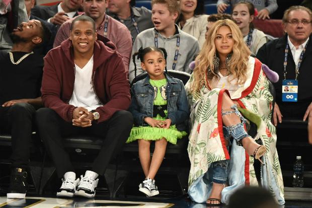Фото дня: Бейонсе з чоловіком і донькою на баскетбольному матчі