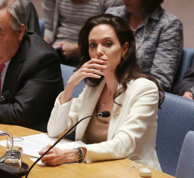 Анджеліна Джолі звернулась за допомогою до школярів