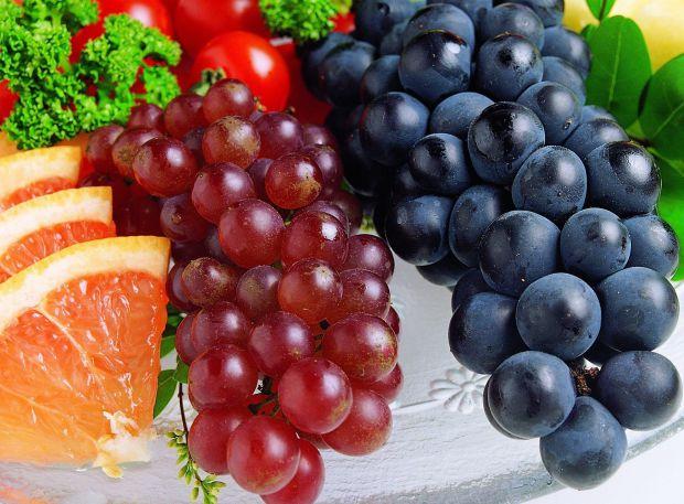 Медики радять їсти червоний виноград щоб зберегти зір на довгі роки.