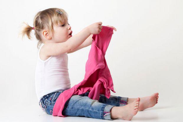 Навчившись самостійно одягатися, дитина стане впевненіше і дисциплінованіші, почне розвивати естетичний смак. Вона стане незалежною від дорослого, нав