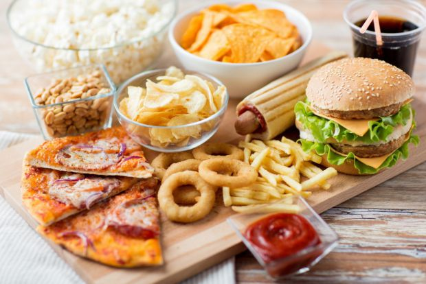 junk food and teenagers The bad effects of junk food are numberless whereas the benefits are very less however, teenagers turn out to be an easy prey to it, due to taste.