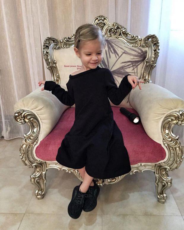 Фотофакт: Дочка Тіматі - нова ікона дитячого стилю