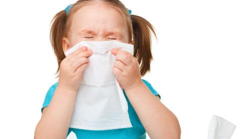 У дітей ларингіт розвивається під дією вірусів, мікробів, а також хвороботворних грибків.