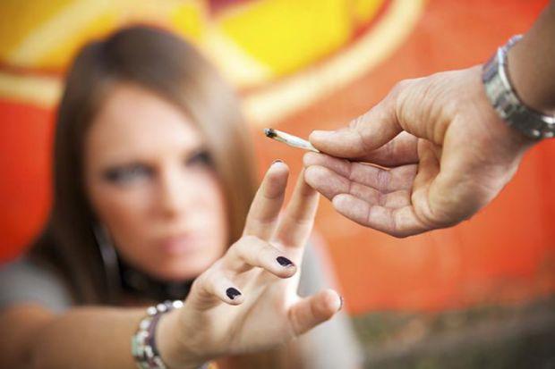 Провівши масштабне дослідження, канадські вчені з Університету Монреаля прийшли до висновку, куріння коноплі руйнує мозок підростаючого покоління.
