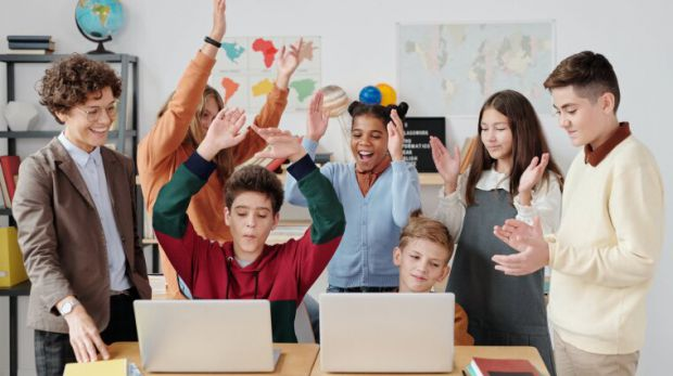 МОЗ та Міносвіти можуть продовжити осінні канікули в українських школах до 3-4 тижнів через пандемію коронавірусу. Про це головний санітарний лікар Іг