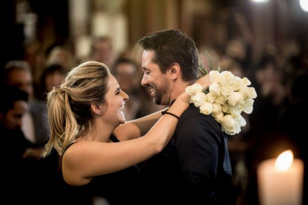 Живаго і Лаура - весільні фотографи, вони зустрічалися вже вісім місяців. І хлопець ламав голову над тим, як зробити оригінальну пропозицію своїй дівч