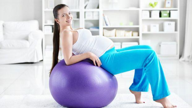 Як саме фізичне навантаження допомагає майбутній мамі. Якщо жінка фізично не активна, її витривалість істотно знижується, а тіло гірше переносить змін